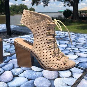 Cute heeled bootie